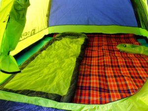 キャンプマットで快適空間!ファミリーキャンプに外せないおすすめマット選