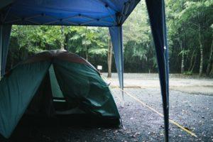 雨の日キャンプ時の備え!おすすめマストアイテム