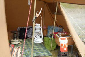 秋冬キャンプも快適!人気のお座敷スタイルの作り方