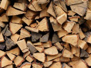 薪を持ち運ぶのに便利な薪バッグ薪ケース