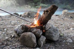 焚き火の必携アイテム!火吹き棒